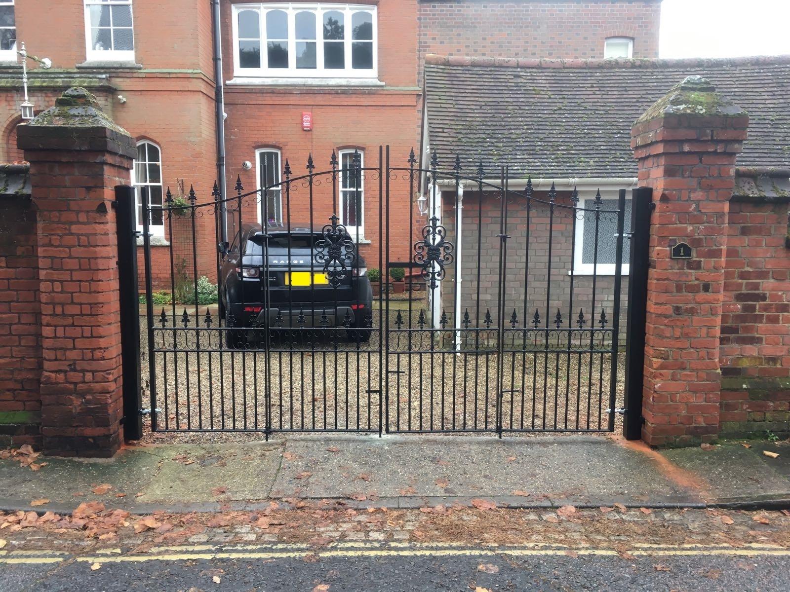 bespoke-bi-fold-driveway-gates