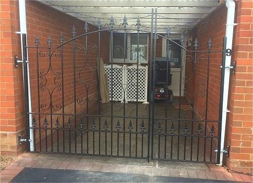 Split driveway gates