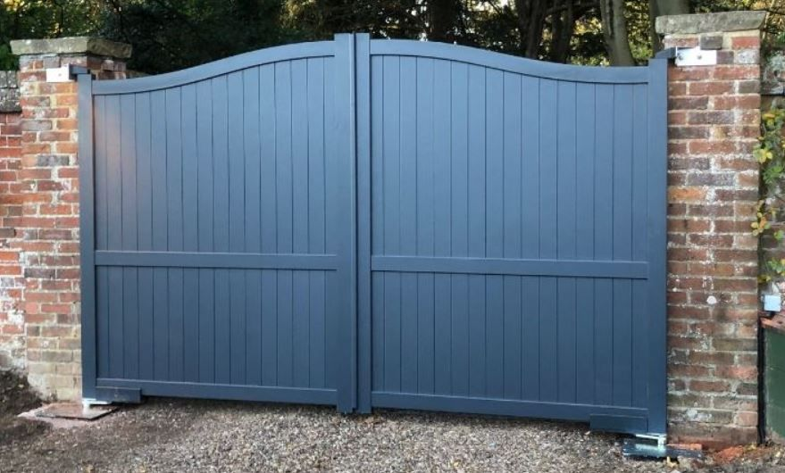 Aluminium arched double gates with an anthracite grey paint finish