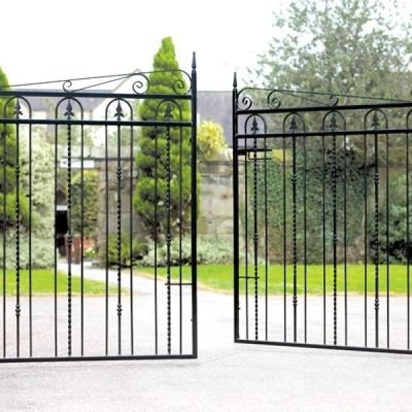 Windsor Wrought Iron Style Double Metal Driveway Gates | 4ft High