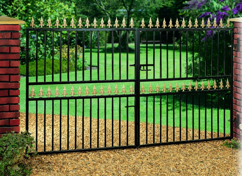 Hampton Wrought Iron Style Double Metal Driveway Gates | 4ft High