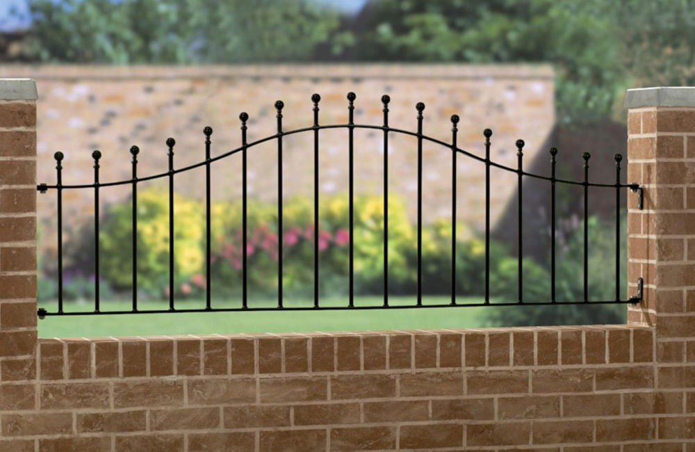 Manor Shaped Metal Garden Railings